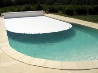 Installation de couverture piscine sécurisé automatique - Maxi Piscines
